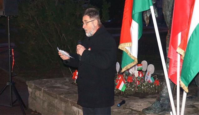 Eredics Imre, az MSZP Győr és környéke szervezetének elnöke beszédet mond